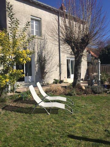 Maison jardin , pour curistes 3 kms la Roche ..