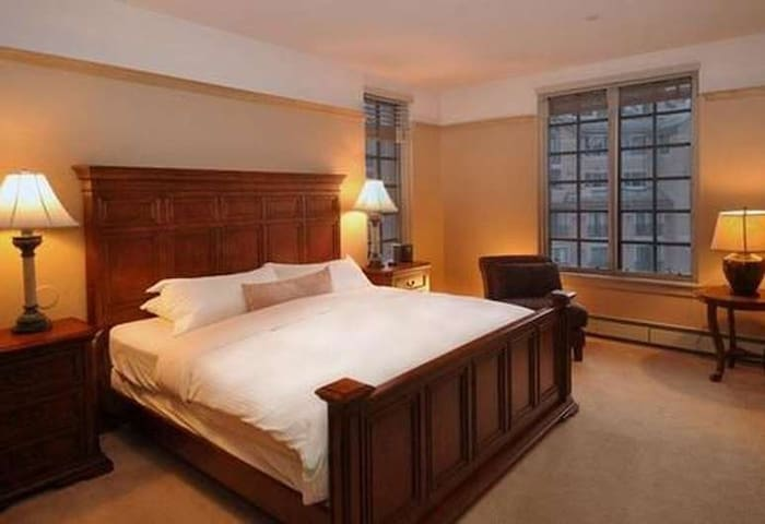 Master Bedroom with K Bed, TV and private bathroom