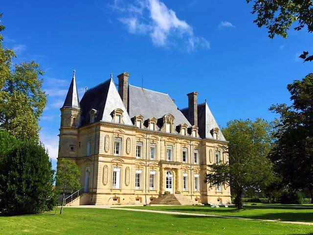 Château Rousseau de Sipian PEACH ROOM