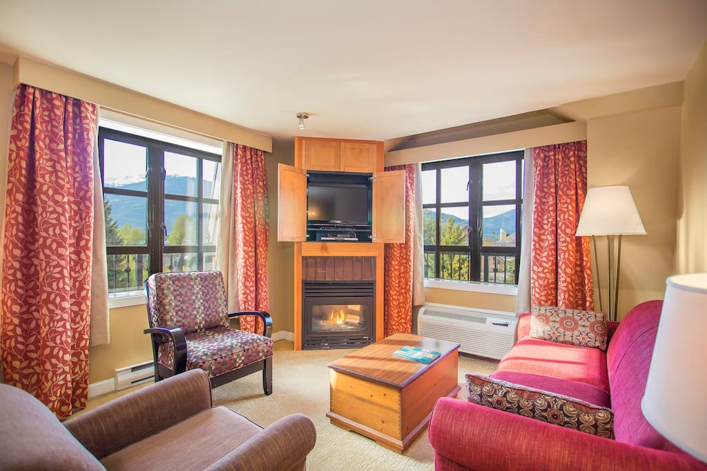 This awesome open-concept suite can accommodate up to 6 people and has awesome views!