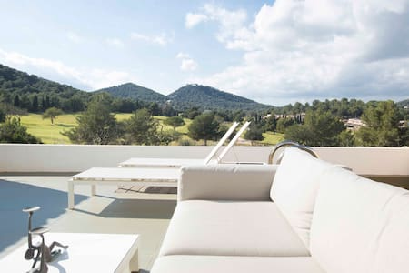 Ultra modern house stunning views - Roca Llisa - House