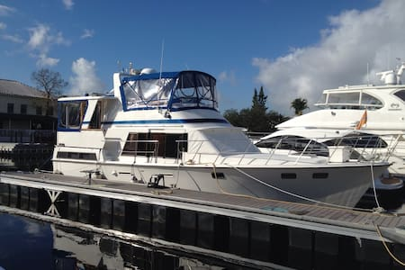 47' Classic Motor Yacht - Fort Lauderdale