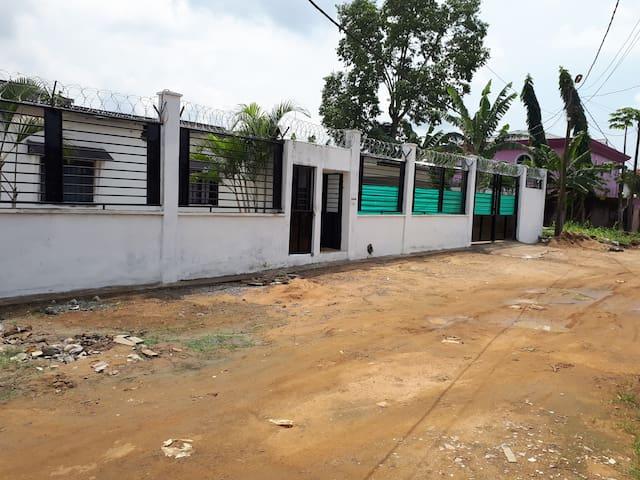 Maison aux abords de Douala