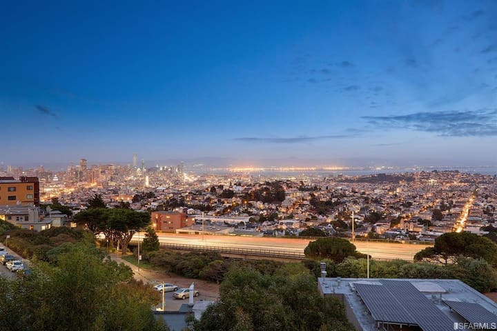 Large panoramic view condo in Twin Peaks