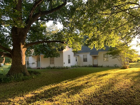 Quiet Country Guest House - Rest from the Road!