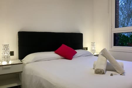¡Double bed room free wifi +parking! Nº1 - San Sebastián - วิลล่า