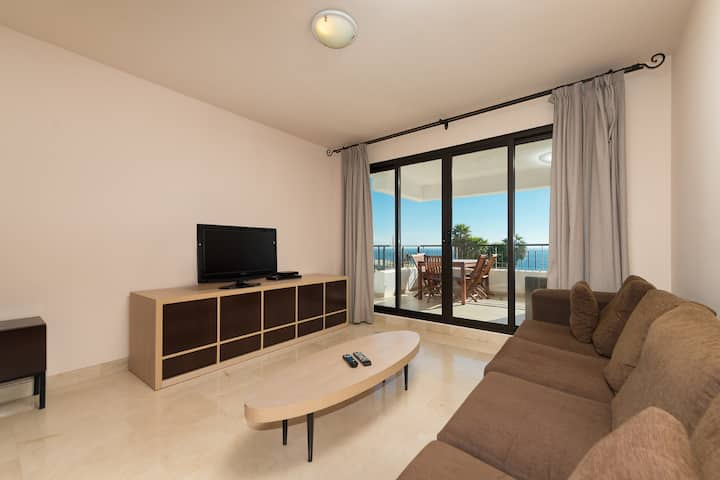 Breathtaken apartment front sea views