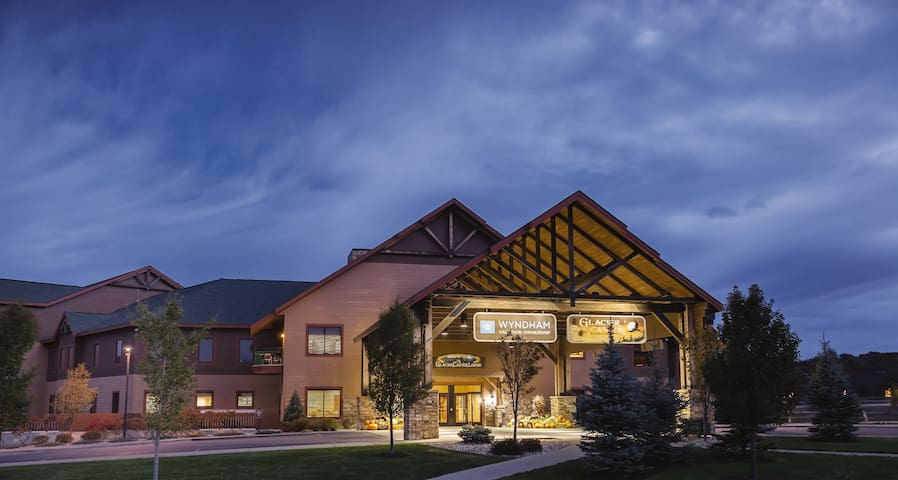 GLACIER CANYON RESORT ★SLEEPS 6★ 2BR PRESIDENTIAL