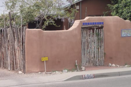 A True Gem! Be A Part Of Old Town! Plaza Location! - Albuquerque