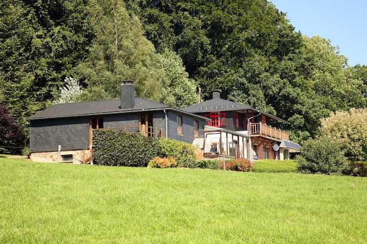 Schönes Ferienhaus mit Garten am Waldrand in den Ardennen