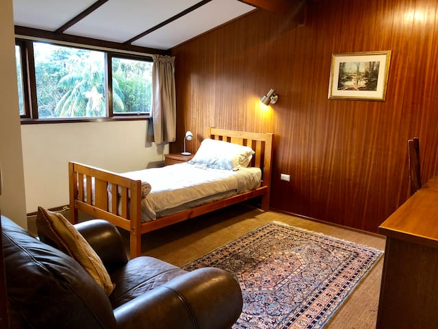 Large room opposite Northern Beaches Hospital