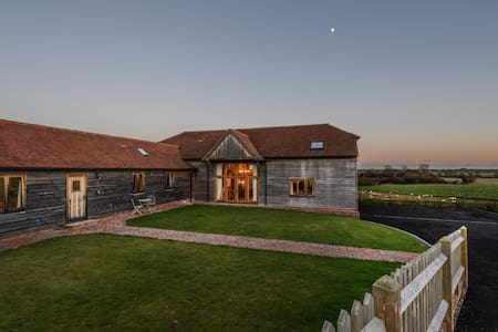 Lovely holiday home with jacuzzi near Bexhill and Hastings