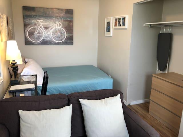 Heart of Little Italy -Cozy Studio Apartment