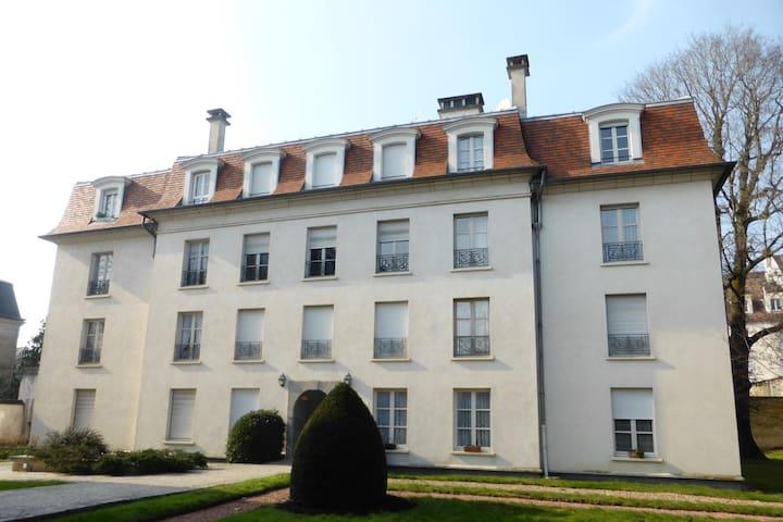 Elégant appart, résidence charmante, Fontainebleau