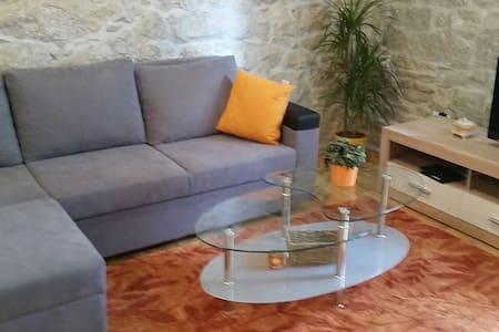 House/Apartment MARIVO 100m2, 30 m from the beach - Jesenice - Haus