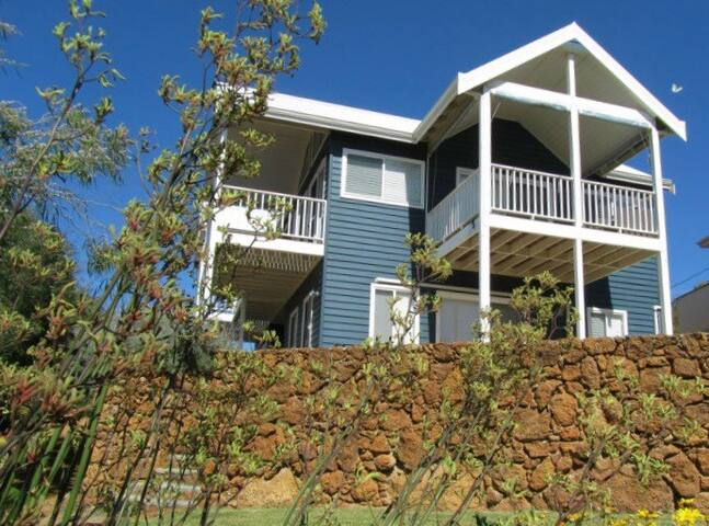 Flinders View Beach House - the views over the ocean are wonderful