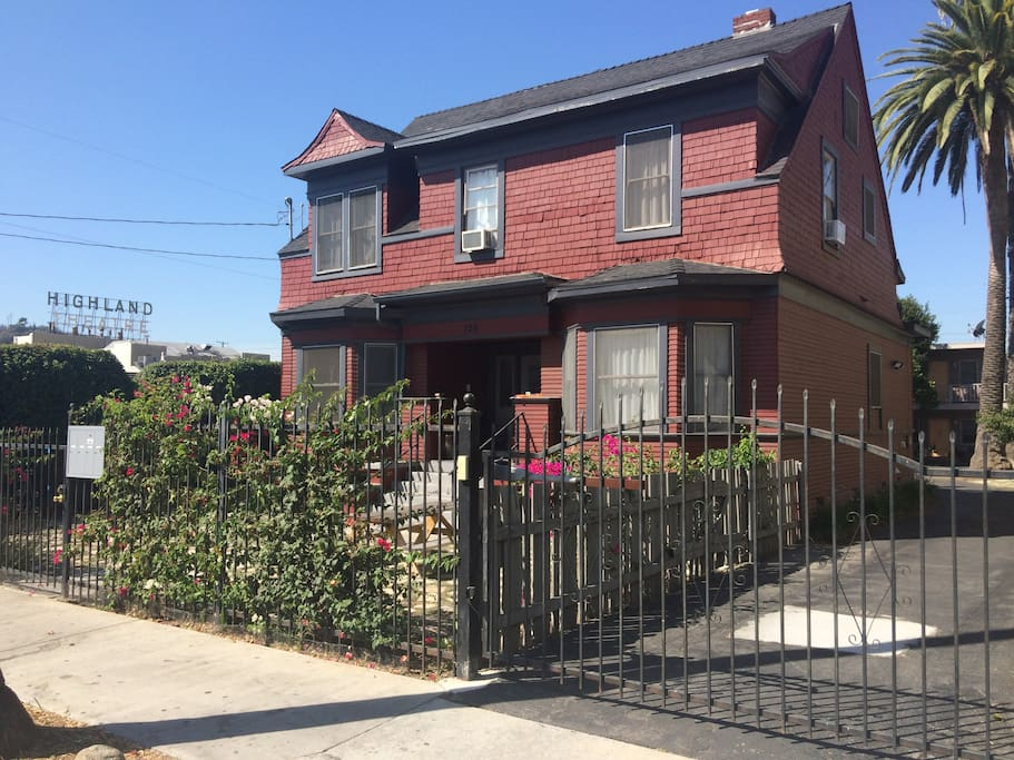 2 Bedroom Suite In Shared Craftsman Houses For Rent In Los Angeles California United States