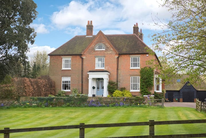 Manor Farm House, superking bed, private sh/r, bnb