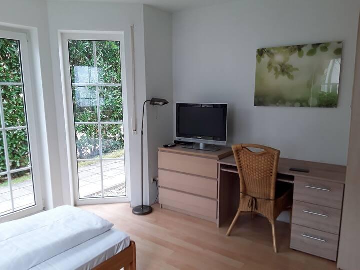Einzelzimmer Nr.1 mit Küchenzeile