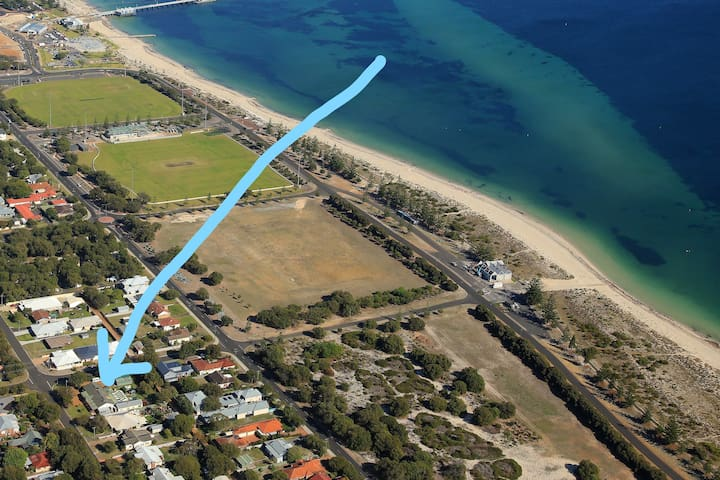 Busselton Guest House - your bed by the bay