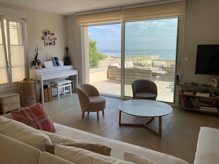 Superbe villa front de mer au centre d'Arromanches