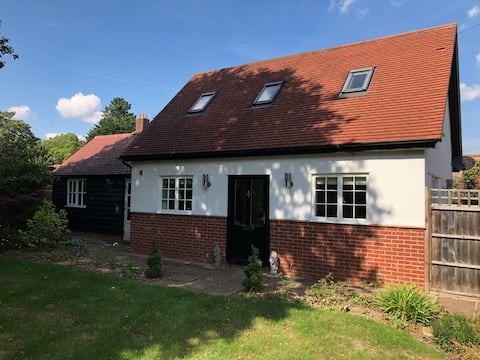 Comfortable 1 bed house with shared garden