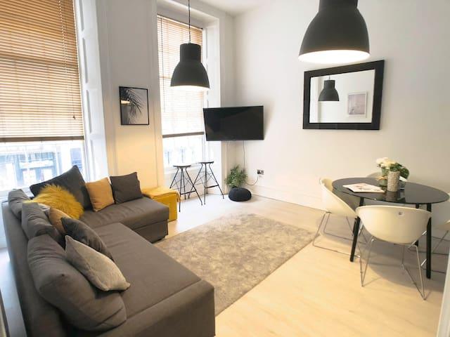 2 Bedroom Serviced City Centre Apartment Sleeps 6