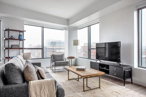 Roomy Central Square 2BR w/ Gym, W/D, Doorman, near T, by Blueground(BOS316)