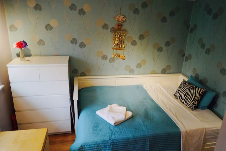 Bright Double Room for Single Use - Crawley - Hus