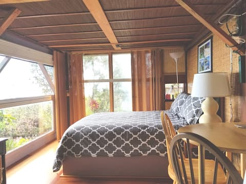 Comfy Studio with private entrance,  awesome views