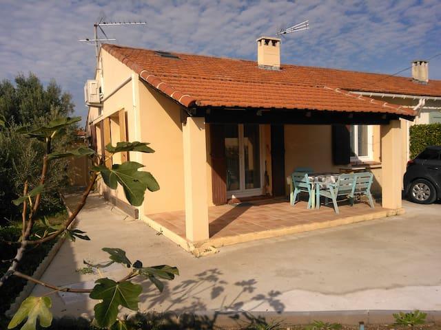 Petite villa Marignane idéale couple sans enfant