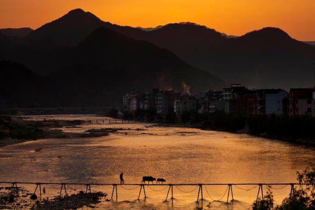 霞山古村落的黄昏时光