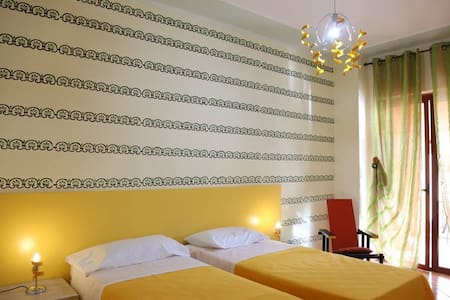 Villa Manno B&B Camera  matrimon./tripla  Anturium - Barcellona pozzo di Gotto
