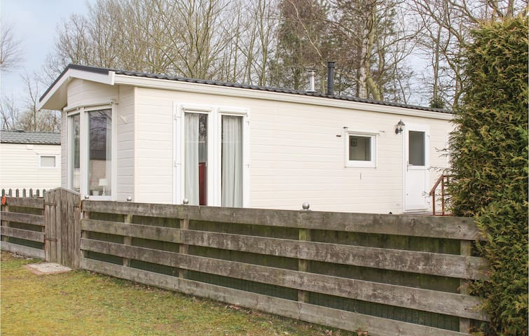 Holiday cottage with 2 bedrooms on 180m² in Lauwersoog