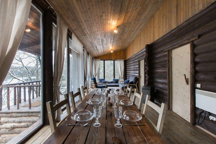 Панорамный домик с двумя спальнями - Trusovo - Casa