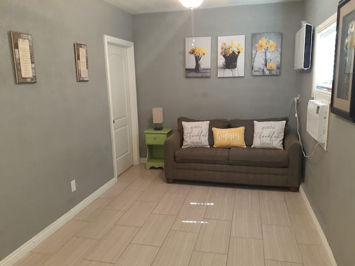 Gorgeous Guest House 400 square feet Very clean.