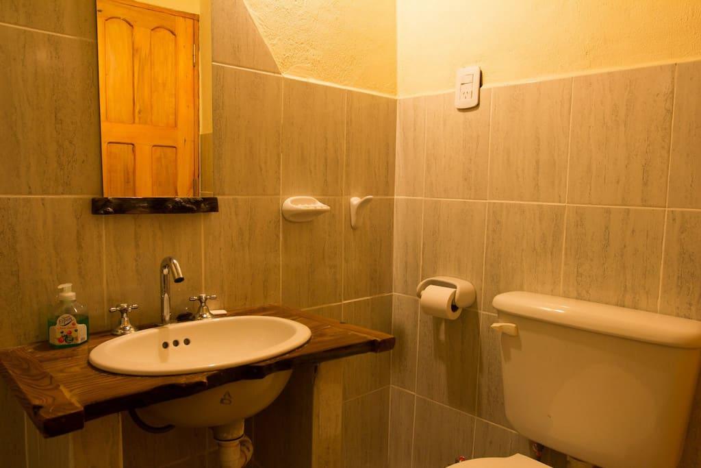 Bath// Baño privado