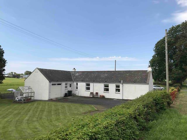 Bright comfortable Farm cottage