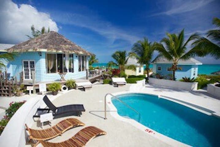 Blue Cottage in Paradise Bay