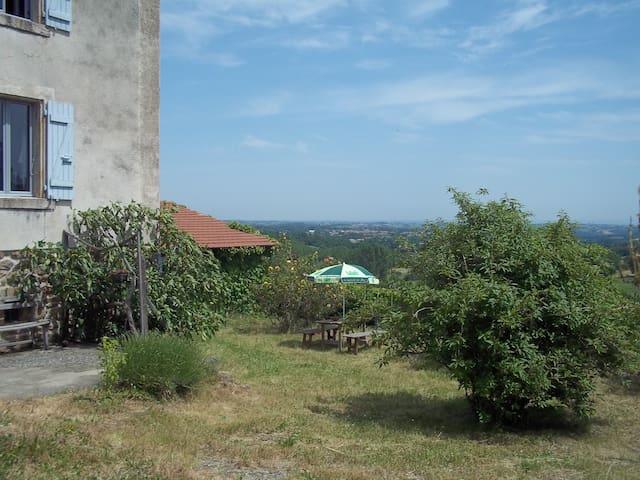 2 chambres dans maison de campagne - Saint-Alban-d'Ay - House