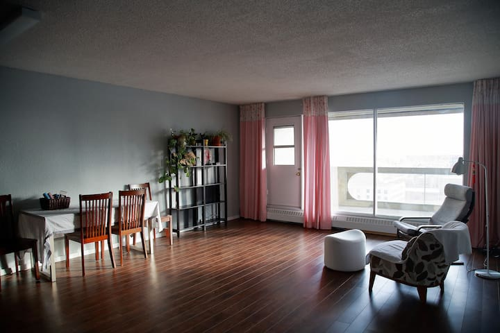 Comfy Condo in heart of downtown. - Calgary - Apartment