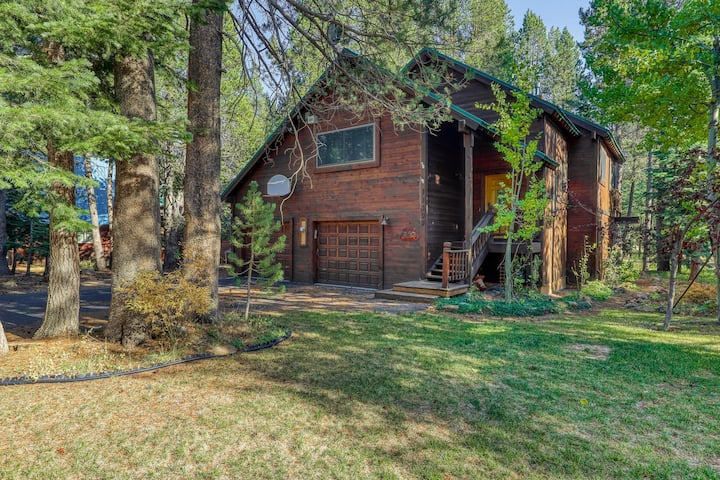 Cozy, dog-friendly, Tahoe home near rec centers for pools, gyms, & sports courts