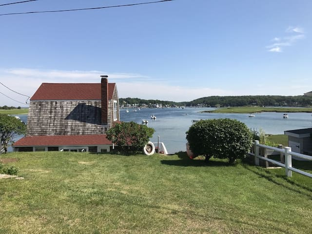 Waterfront Classic Cottage in Gloucester