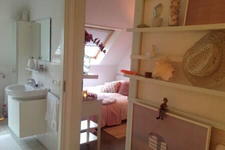Knusse kamer gelegen naast badkamer - Diever - Rumah