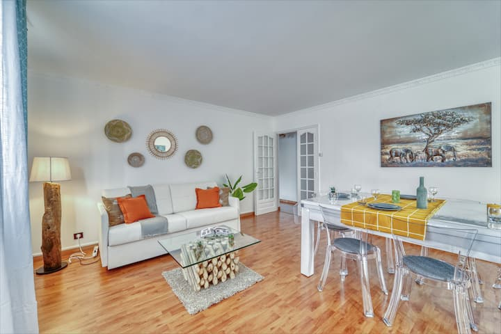 Chic and spacious apart with parking in Paris