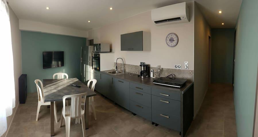T2 climatisé, 40 m2 proche plages et centre ville.