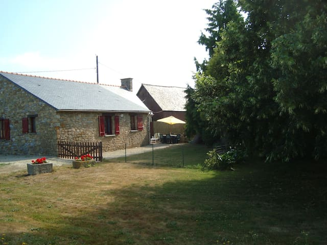GITE Les Bruyères plainpied-wifi près Mt st Michel - Bazouges-la-Pérouse - Huis