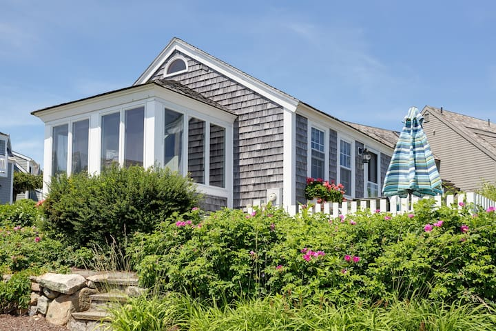 CAPE COD COTTAGE STEPS TO PRIVATE BEACH!