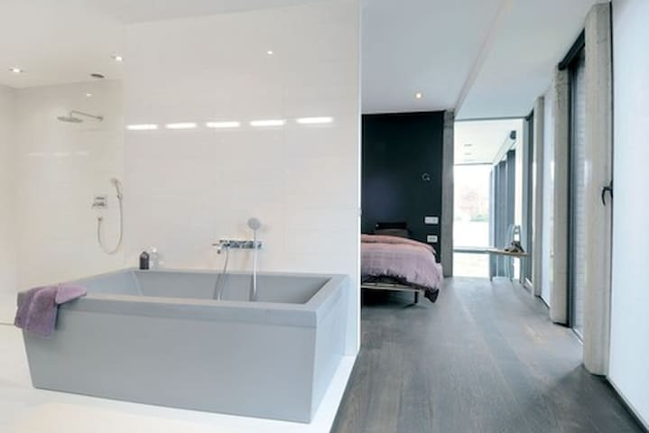 Chambre spacieuse avec SDB privative - Orsay