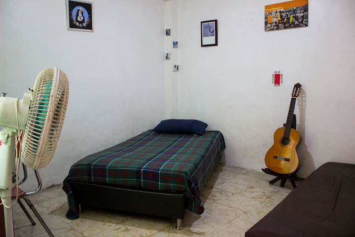Cómoda habitación ubicada en zona norte/ Medellín
